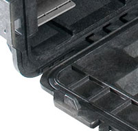 close up of the peli 0450 mobile tool chest Heavy duty buttress hinges